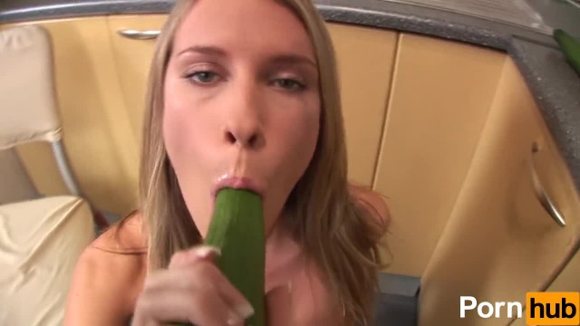 Teen Babe gets Kinky with Cucumber