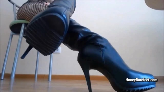 Miss Honey Barefeet with Blue Sticks Shows her Nice Legs