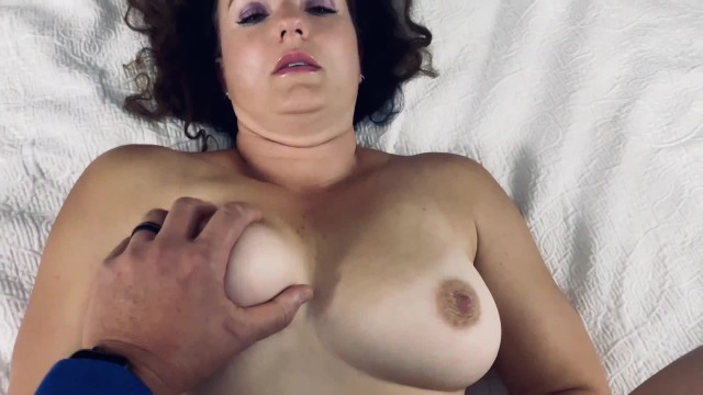Amatuer Milf's photo shoot with young photographer turns dirty quick