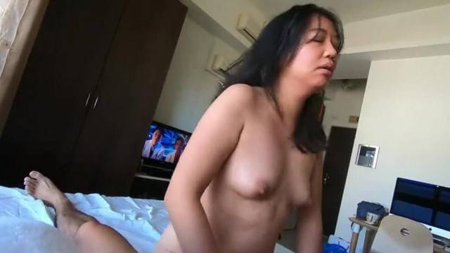 Petite curvy asian fucks hard in amateur sex tape