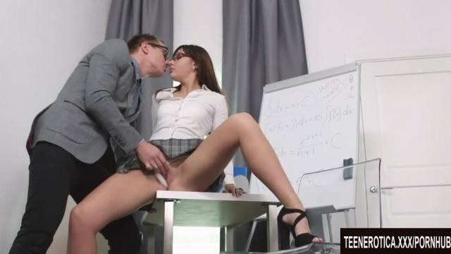 Young and kinky Katty fulfills her Hardcore desires