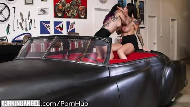 Joanna Angel Eats out Curvy Pinup Babe in Classic Car