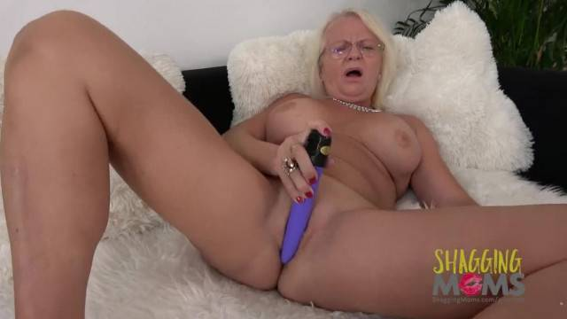 Horny mature blonde gives herself the best dildo ride