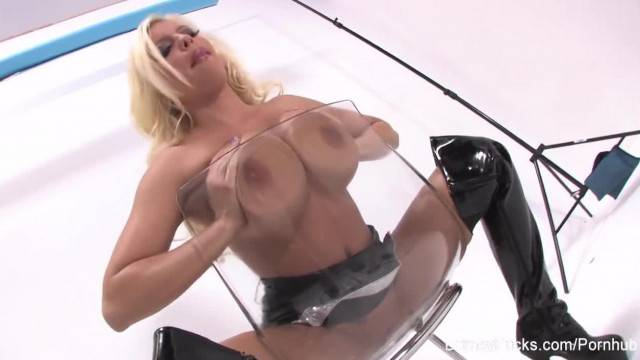 Busty Britney Amber Fingers herself
