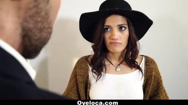 OyeLoca Sexy Latina Persuades Realtor with her Pussy