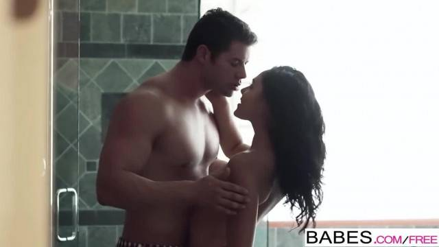 Babes Couple Giovanni Francesco and Ariana Marie Fuck in the Shower