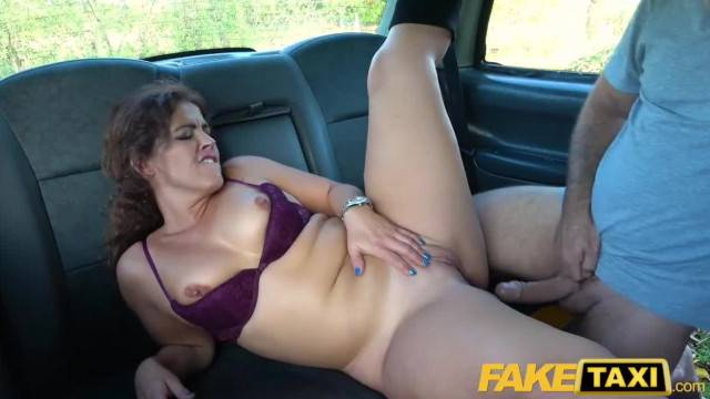 Big Sexy Spanish Ass Bounces as Tight Pussy Fucked in Cab