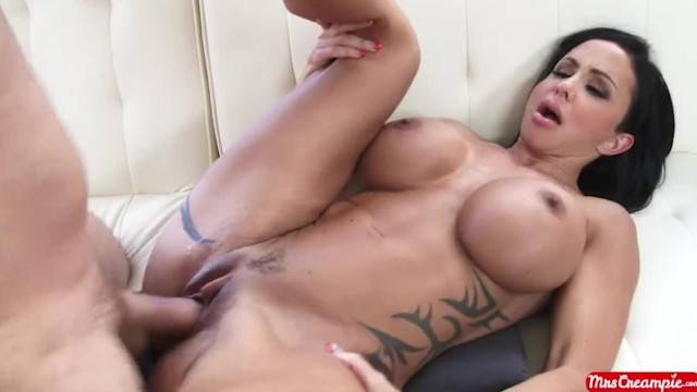 Big Tits MILF Jewels Jade Sucks and Fucks a Big Dick to get a Real Creampie