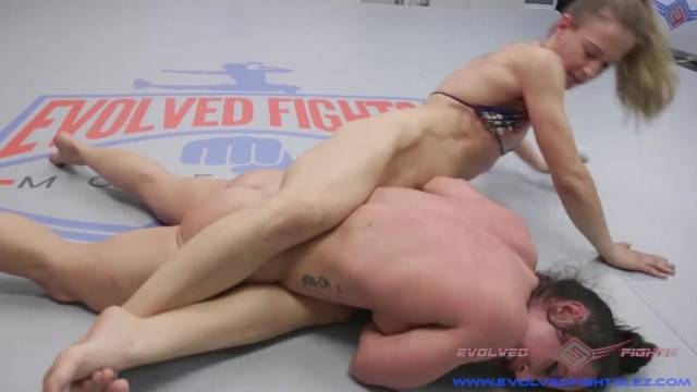 Lesbian Wrestling with Muscle Babes getting Fucked if they Lose