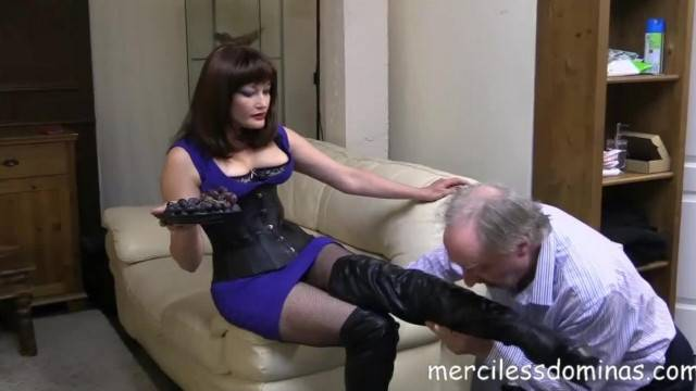 Old Slave gets Foot Humiliation from Mistress Mia
