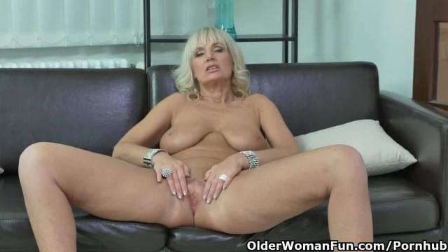 Euro Blonde MILF Roxana Furiously Rubs her Clit