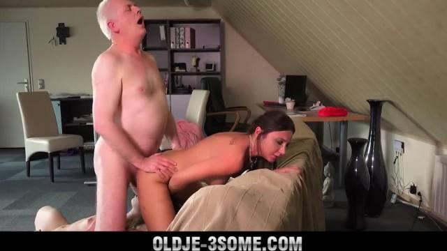 Grandpa Fucks Teenies Sweet Girls in Bedroom Threesome with Cum Sharing