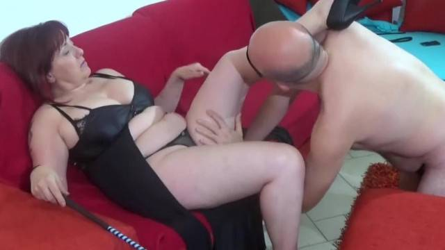 Insatiable Mature Lady gets her horny pussy licked clean