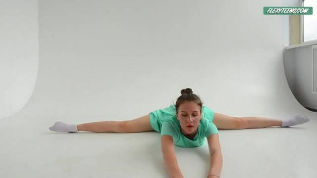 Flexible Alla Sinichka being Sexy while Dressed