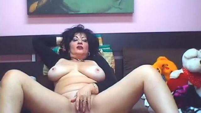 Mature Romanian Lady Debora enjoys Fingering her Puffy Twat on Webcam