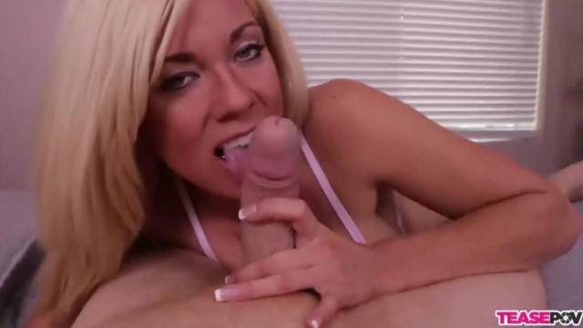 Blonde Sex Bomb Enjoys Casual Blowjob