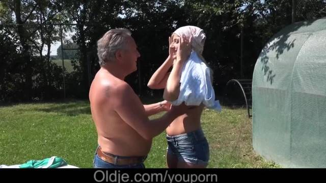 Young Step Daughter Fucked Dad old Gardener after Outdoor Blowjob Cumshot