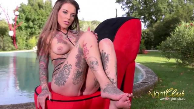 Gorgeous Tattooed Babe Fucks her Pussy with Dildo