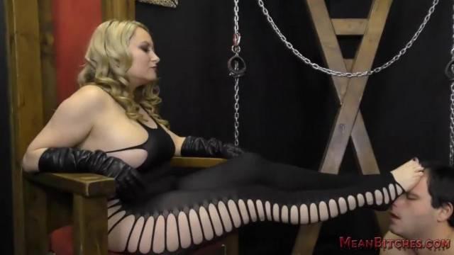 Mistress Aiden Starr makes her Slave Worship her Beautiful Ass Femdom