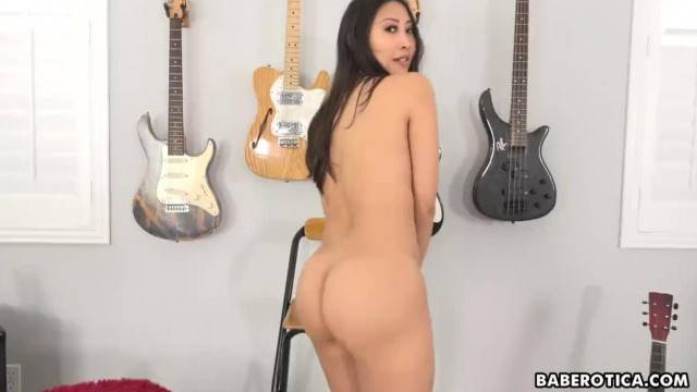 Solo Asian Brunette Sharon Lee is Gently Masturbating in 4K
