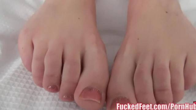 Brittany Shae gives Soft Feet Footjob for FuckedFeet