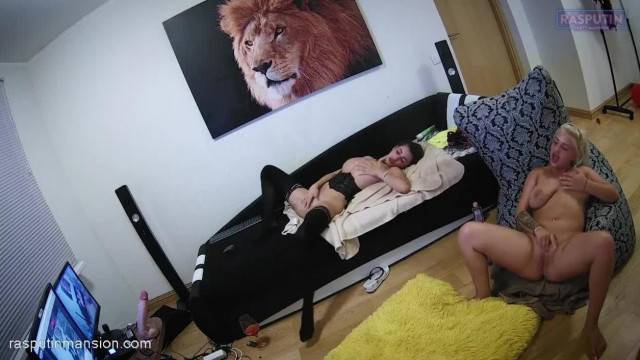 Two Hot Amateur Czech Girls Mastubate on Camera