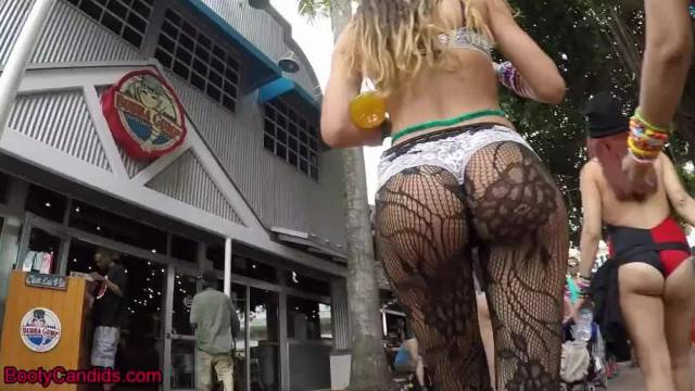 Candid Sexy Teen Booty