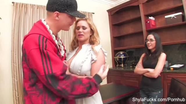 Shyla Proves she will do anything to Break into the Music Industry