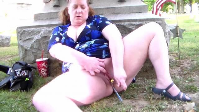 Alayne EDripping Pussy fat woman masturbating
