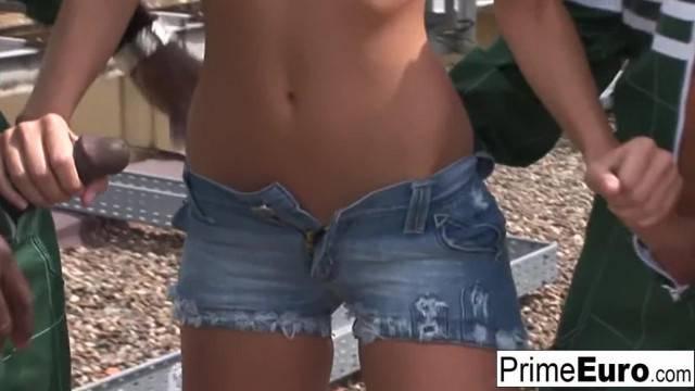 Brunette Hottie Jennyfer gets DP d Outdoors