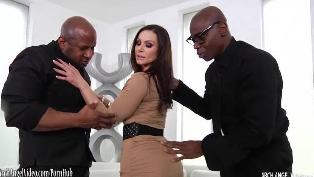 Busty MILF Kendra Lust Double Fucked by Black Dudes