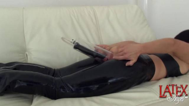 Female Anal Pumping and Ass Fucking