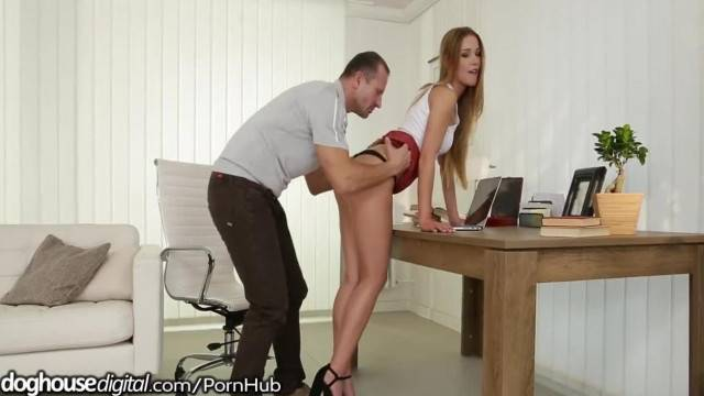 DogHouse Squirting and Jizzing Simultaneously