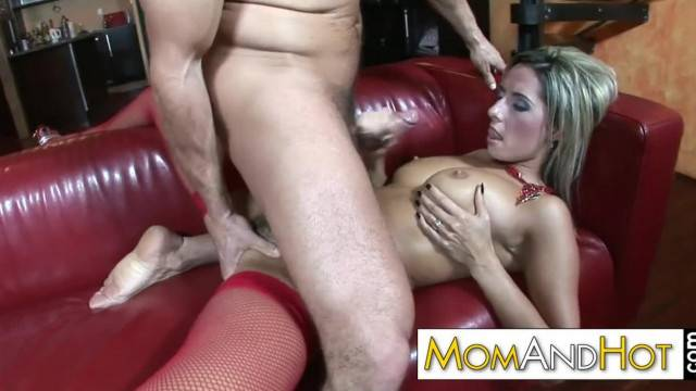 Sexy MILF Daria Satisfies Cock with her Big Tits