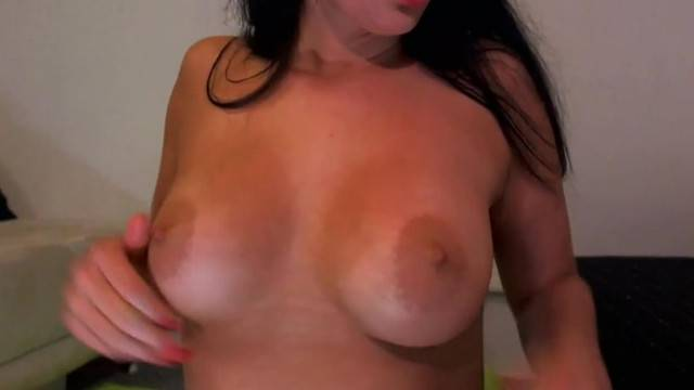Horny Babe gives Herself a Very Creamy Orgasm
