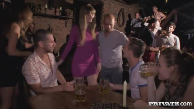 Sex with two Girls at the Pub