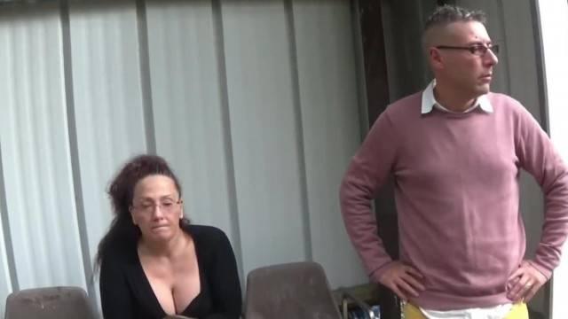 Signora Porca Italiana Chiavata Alla Fermata Del Bus