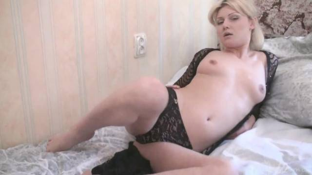 Horny Blondie Reaching an Orgasm with a Vibrator