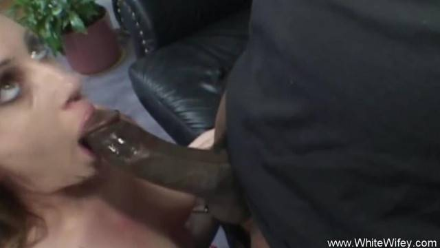 Black Guy comes by and Fucks a Horny MILF