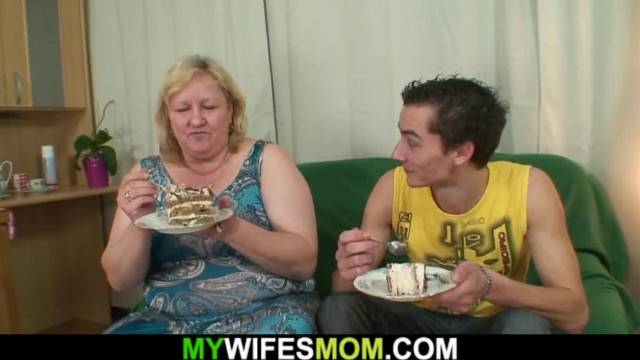 Wife Finds him Fucking her old Plump Stepmother