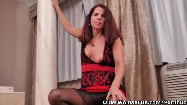 Mature Sexy Lady Ripping Her Pantyhose To Masturbate