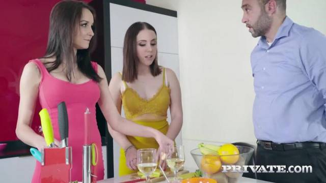 Private Teens Zoe Doll and Francys Belle have Trio