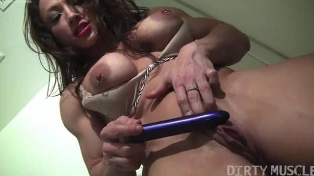 Female bodybuilder masturbates her asshole with a vibrator