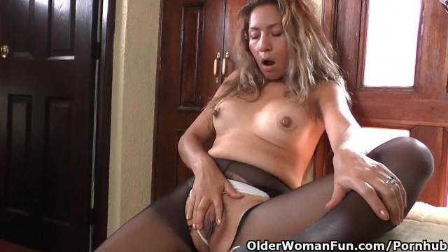 Latina MILF Susana needs getting off before a Date