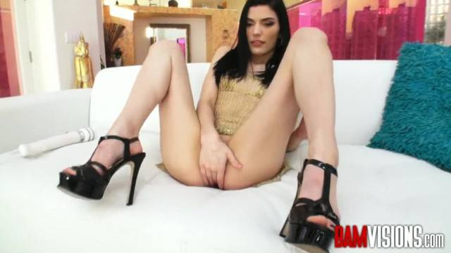Teen masturbating to make herself wet for boyfriend big cock