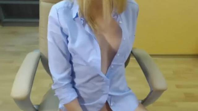 Young Blonde Camwhore Orgasm