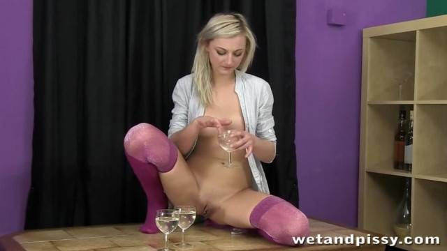 Cute Darling is Ready for a Nasty Pissing Scene