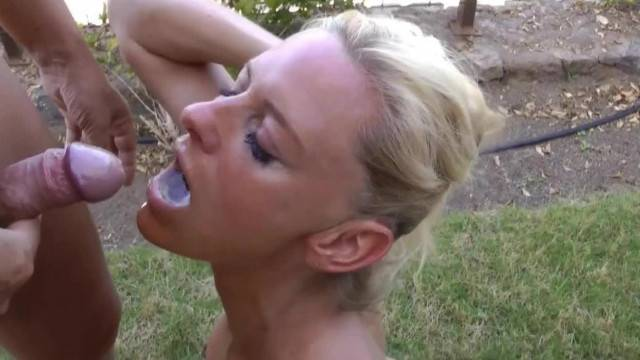 Mouth Piss for Sexy Blonde MILF s