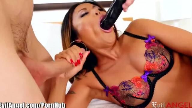 Kaylani Lei Double Stuffed with Huge Dildo and Dick