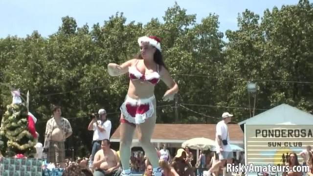 Curvy Amateur Babe Strips in Public